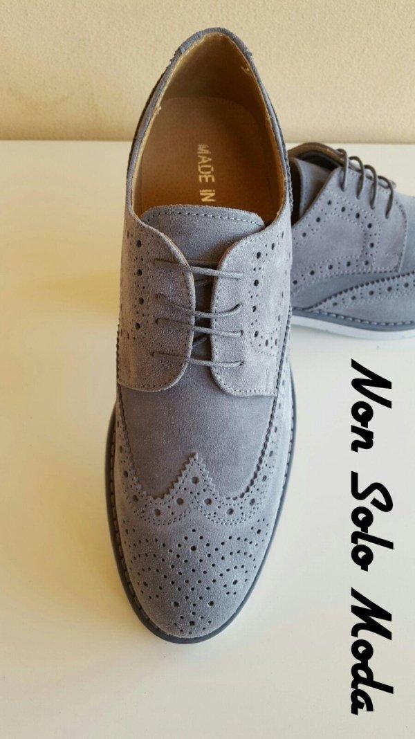 Scarpe in camoscio grigio