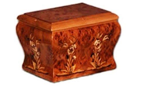 Particolare di urna in legno, quadrata, ben lavorata ed intarsiata