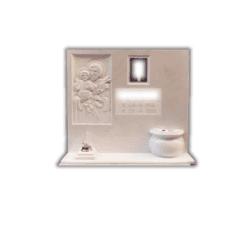 Lapide in travertino bianco con incisioni e bassorilievo di immagine sacra