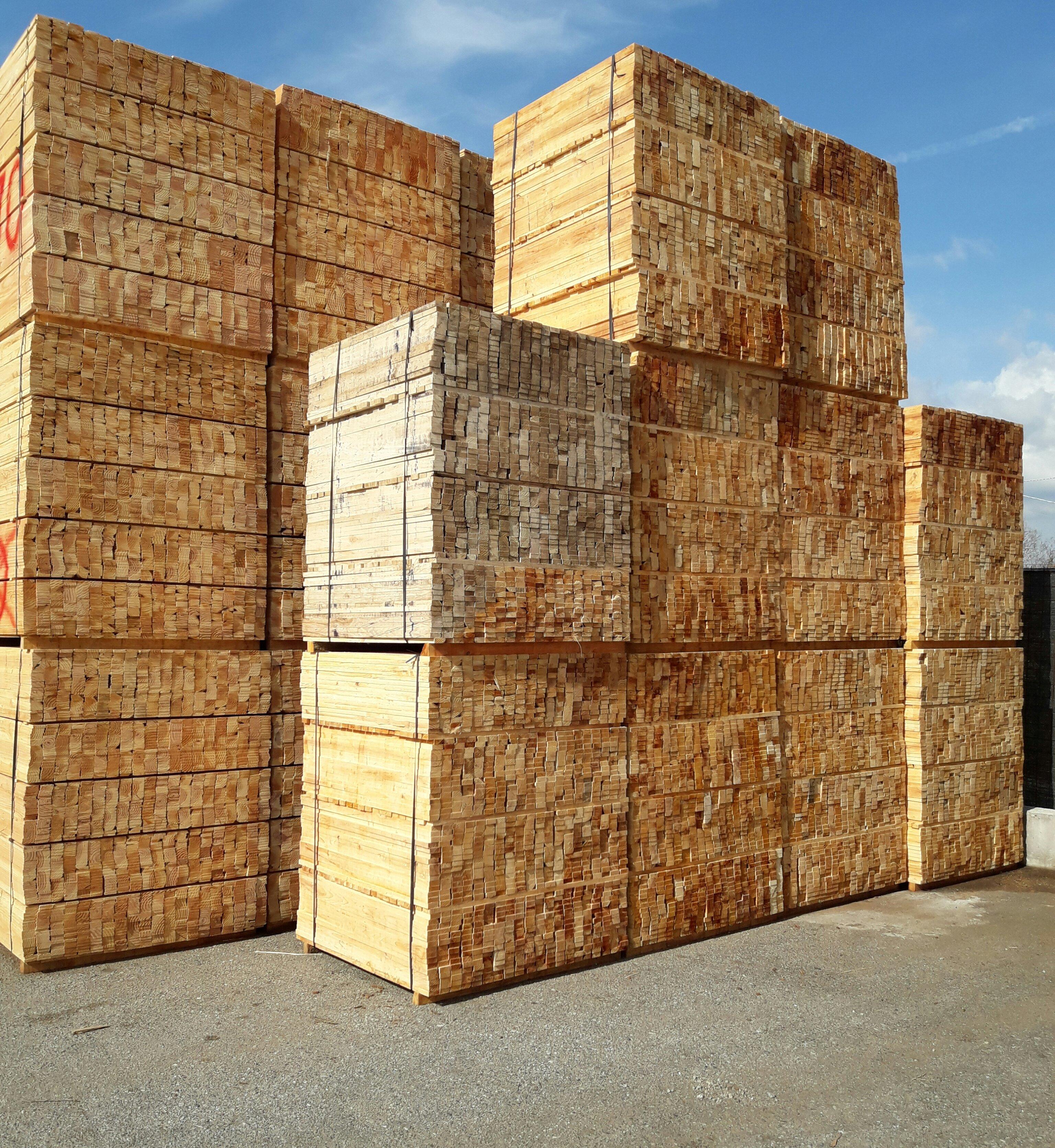 pile di assi di legna