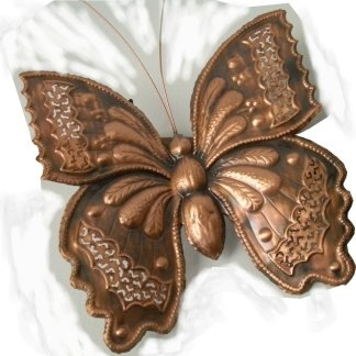 Farfalla in rame cesellata a mano
