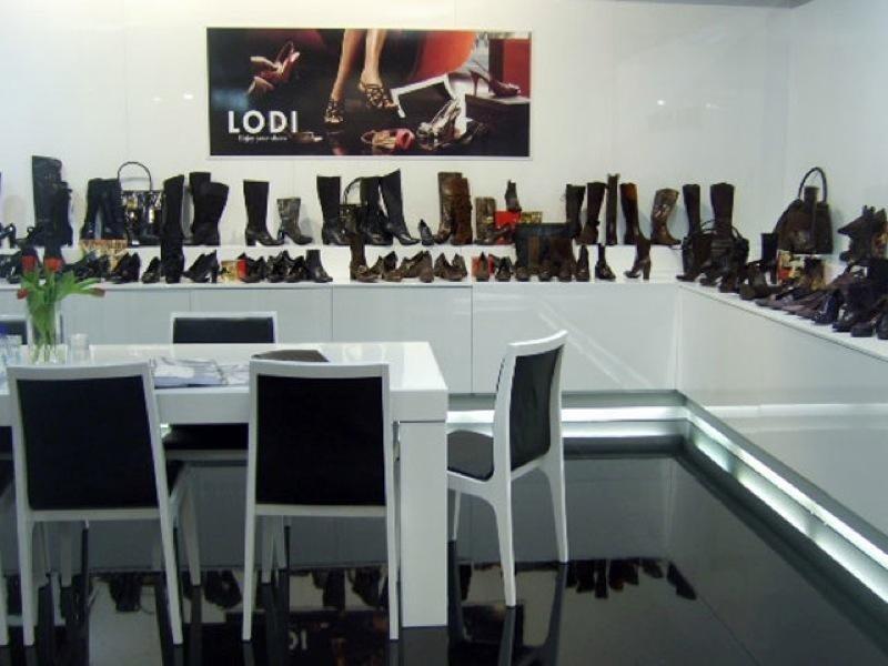 Allestimenti per negozi di scarpe
