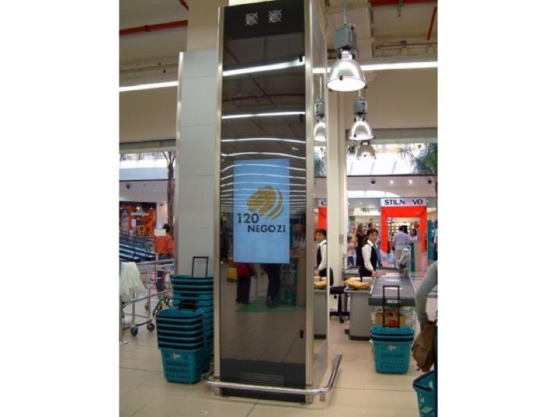 Allestimenti pubblicitari per centri commerciali