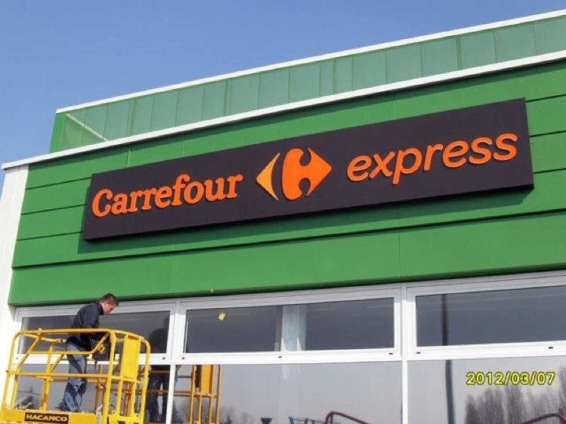 insegna franchising carrefour