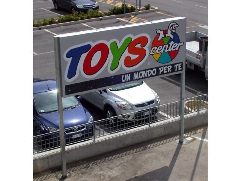cartellone toys center