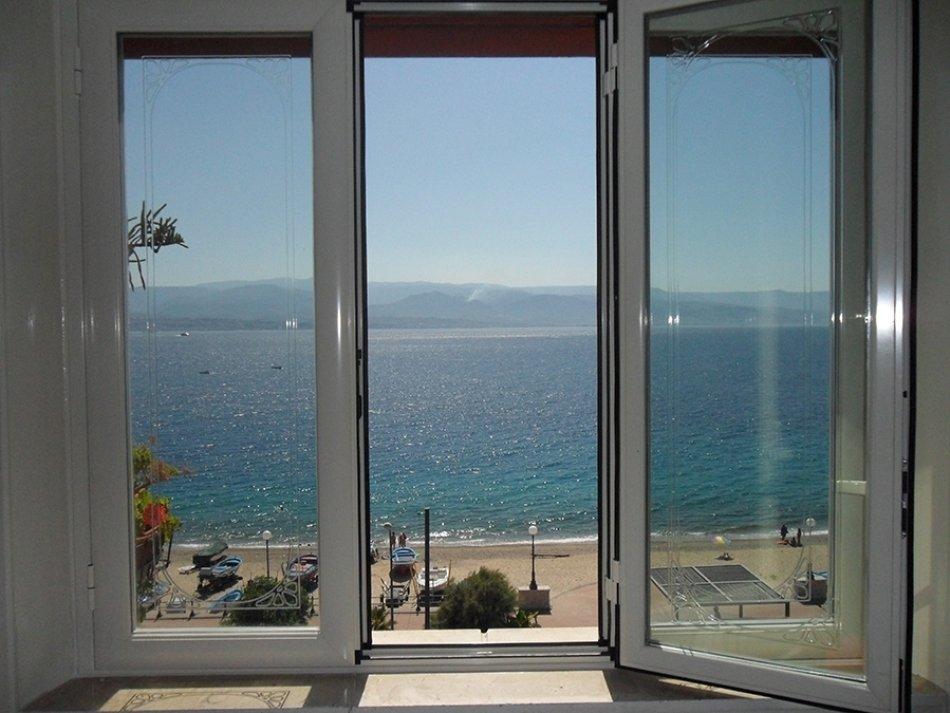 finestre in alluminio, finestre in legno, finestre bianche