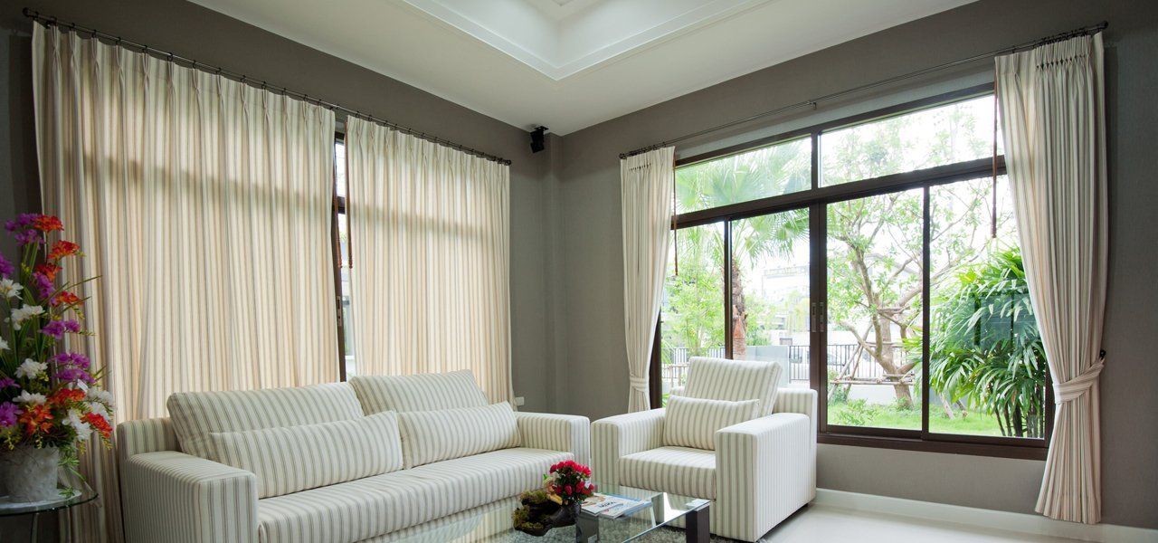 roman and roller blind fitting in eastleigh. Black Bedroom Furniture Sets. Home Design Ideas