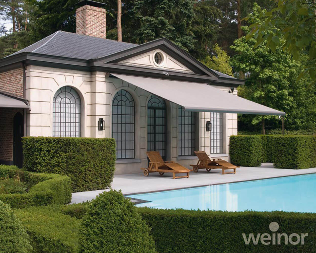 Awning Opal design II on a house with a pool