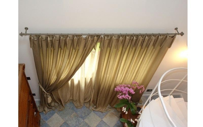 Mantovane aperte all'interno di un'abitazione