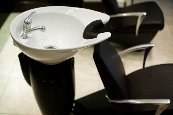 hair wash basin and chair