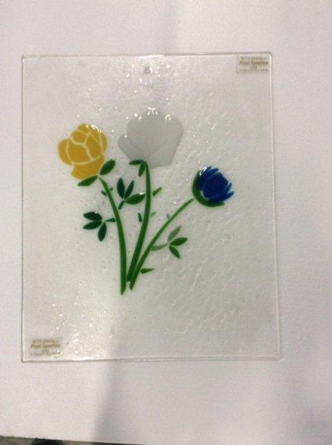Piattino in vetro decorato con fiori