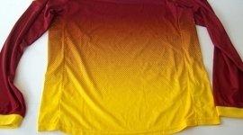 maglietta gialla e rossa sfumata