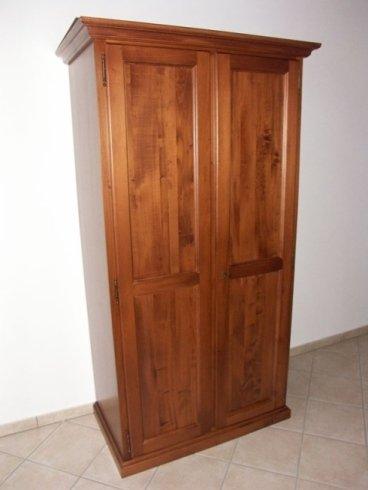 Armadio a due ante in legno, creazione mobili per agriturismo, costruzione mobili per agriturismo