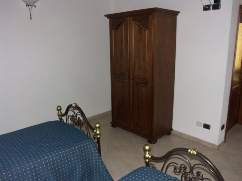Armadio in legno scuro, armadio a due ante, armadio su misura