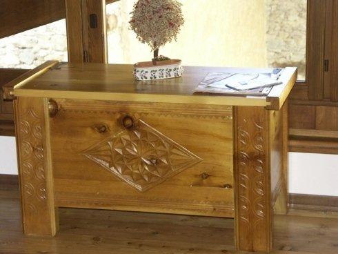 Comodino intarsiato, comodino in legno, comodino decorato