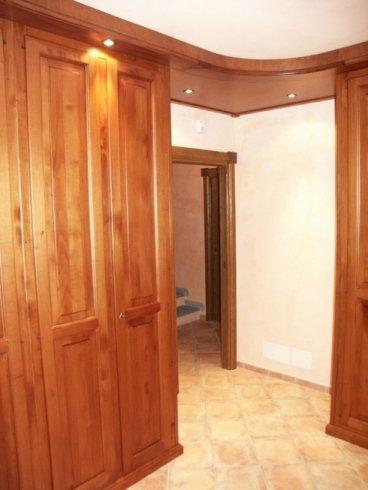 Cabina armadio in legno, cabina armadio angolare, cabina armadio con faretti