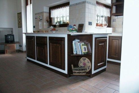 Cucina in muratura, cucina moderna, cucina con pensili