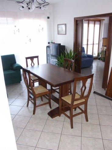 tavoli, sedie, accessori d'arredo