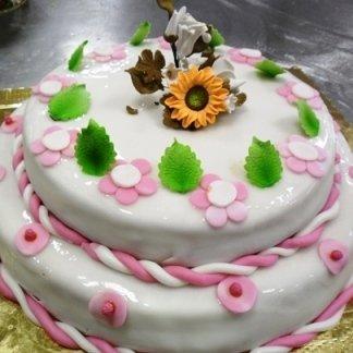 torta con fiori rosa