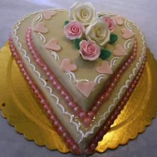torta a cuore con rose