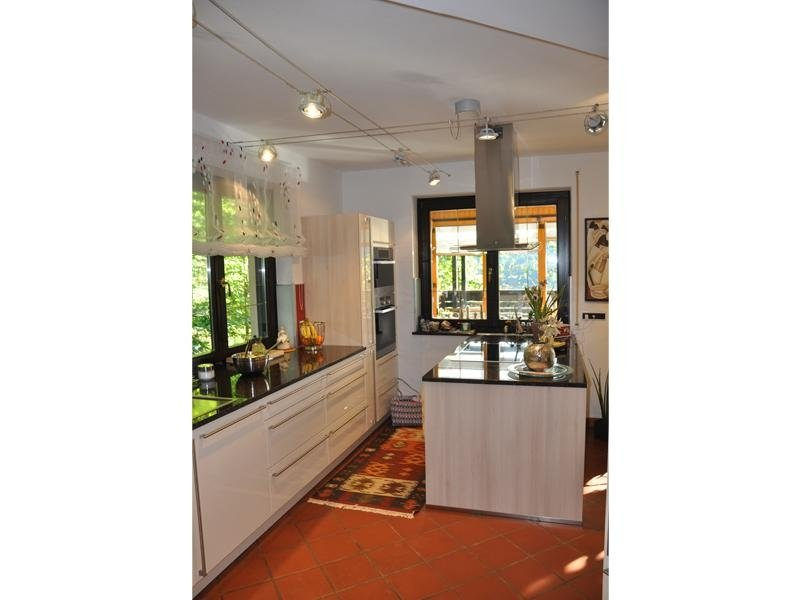 Illuminazione a doppio cavo in una cucina