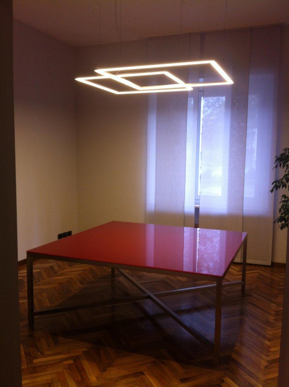 Realizzazione a LED con binari Delta a rettangoli incrociati