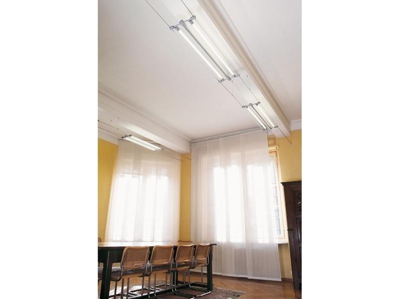 Installazione illuminazione in una sala riunioni