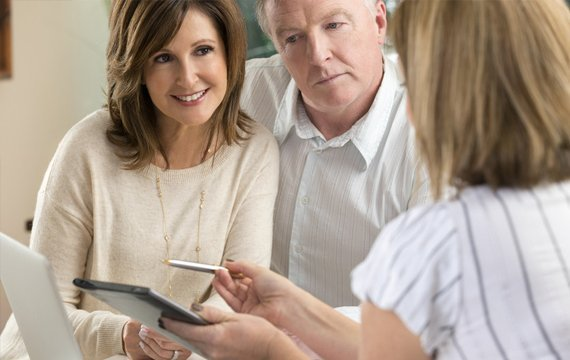 couple taking a financial consultation