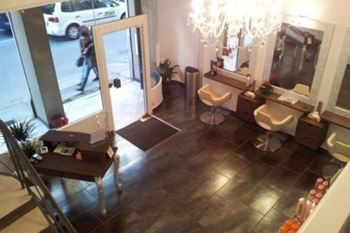 ingresso salone di parrucchieri