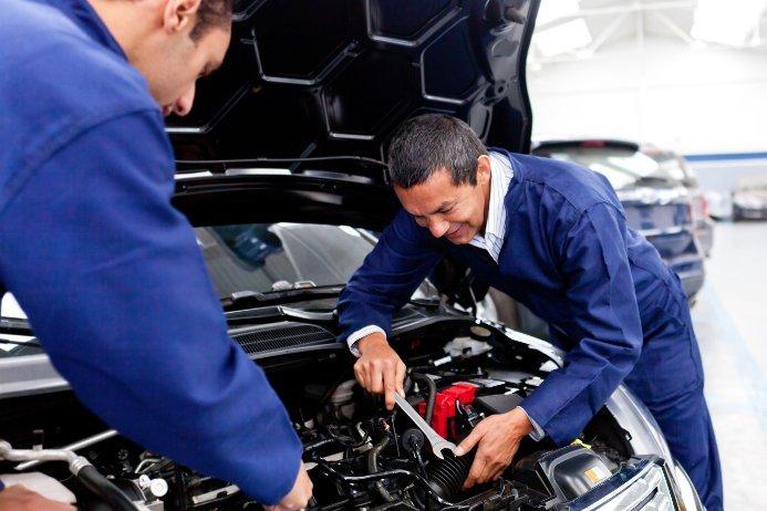 mechanics fixing engine