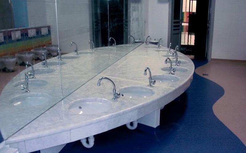 Arredo da interno bagno in marmo