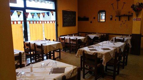 Interno della Pizzeria Trattoria Il Rustico, per grigliata di carne a Copiano