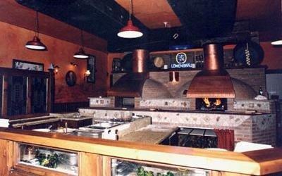 area pizzeria con forno a legna