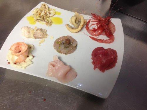 degli antipasti a base di pesce e sottaceti