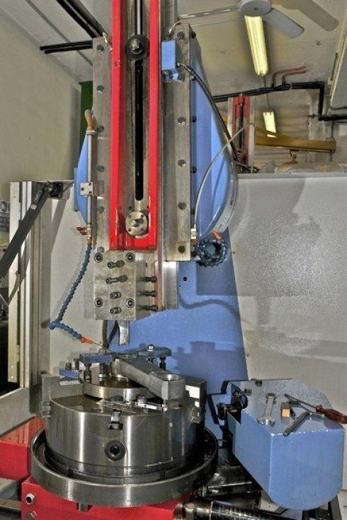 Lavorazione di scanalato conico z36 SAE con tirata controllata su braccio sterzo