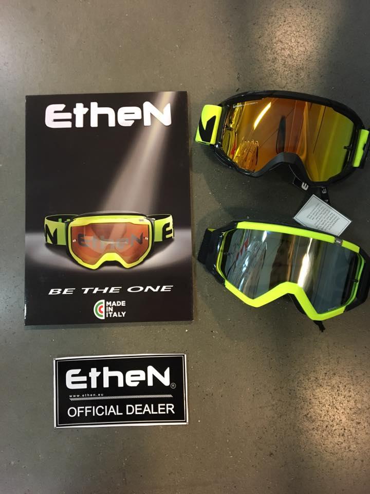 due occhiali gialli da moto della marca Ethen