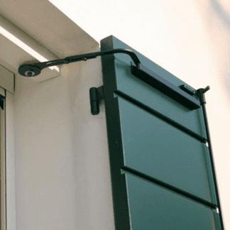 Automazione per serramenti ad anta battente