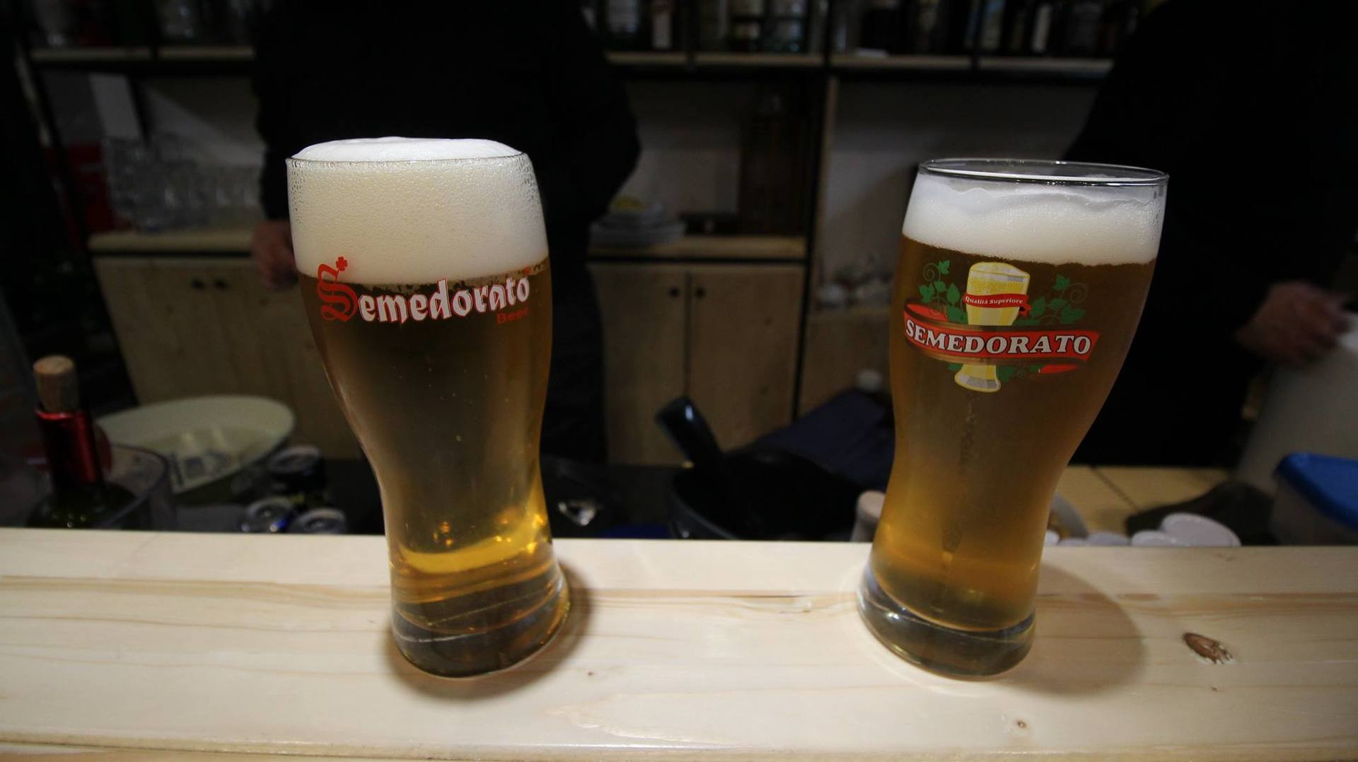 due boccali di birra artigianale