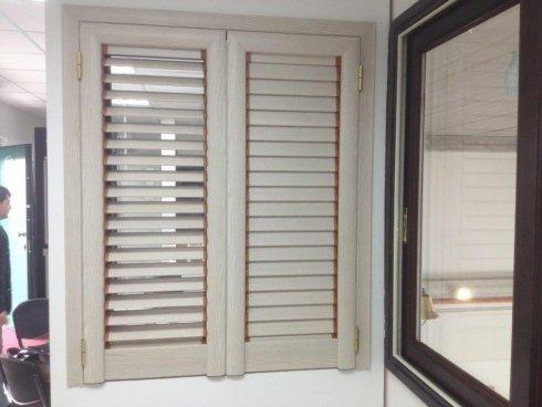 Persiane in legno per finestra