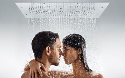 coppia giovane durante amore sotto la doccia