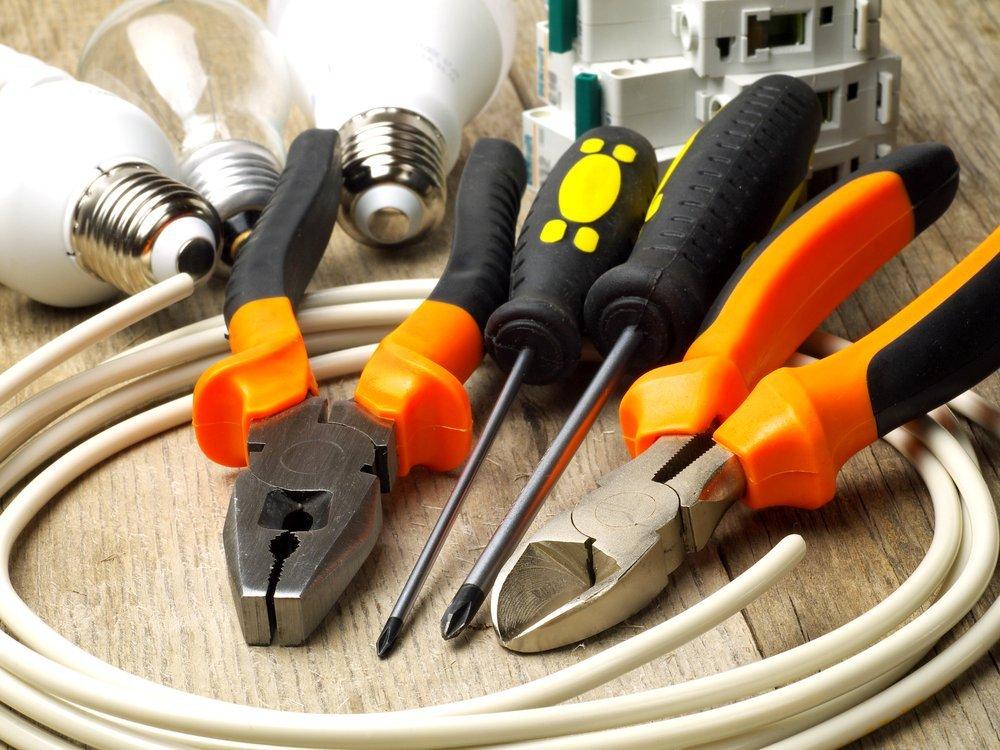 set di strumenti per elettrici