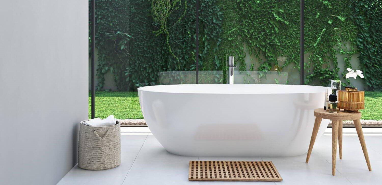 Bagno con vasca moderna e spaziosa