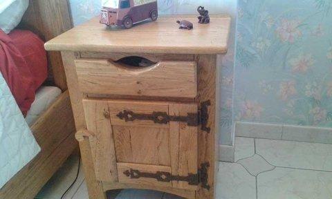 comodino in legno