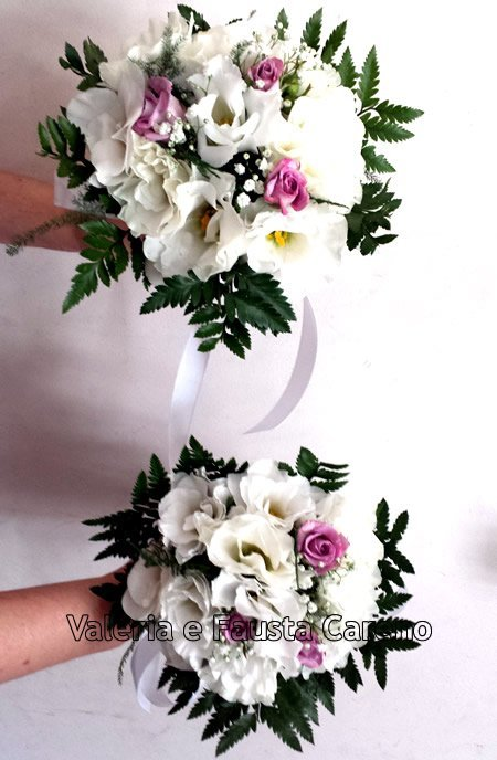 due mazzi di fiori