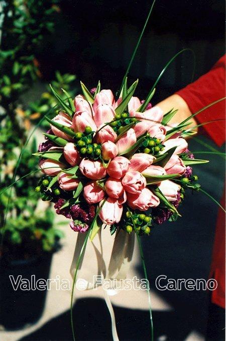 Valerio e Fausta Caren-esposizione mazzo di fiori