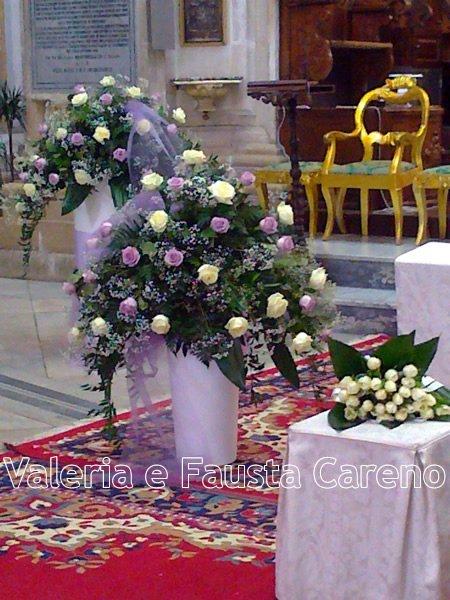 due vasi con fiori