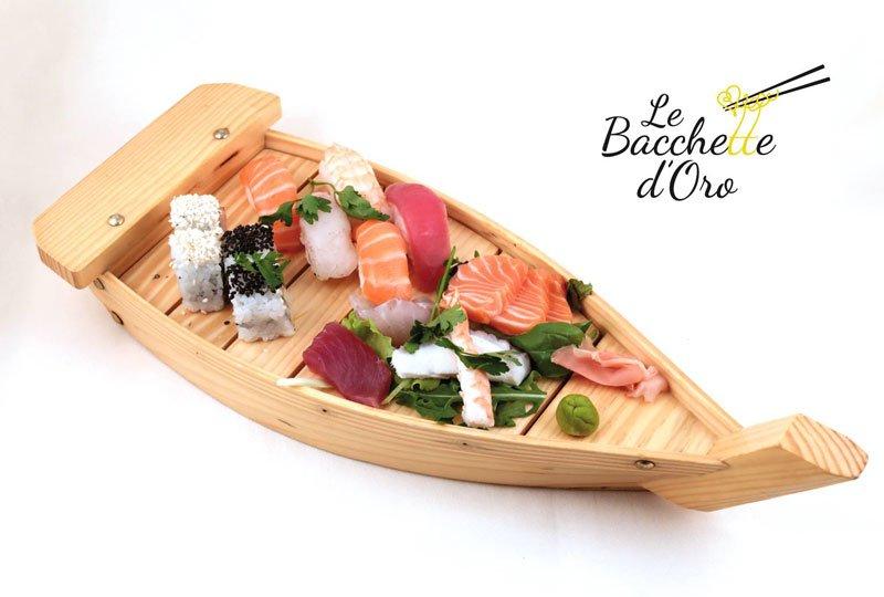 Una Barchetta con un misto di sushi