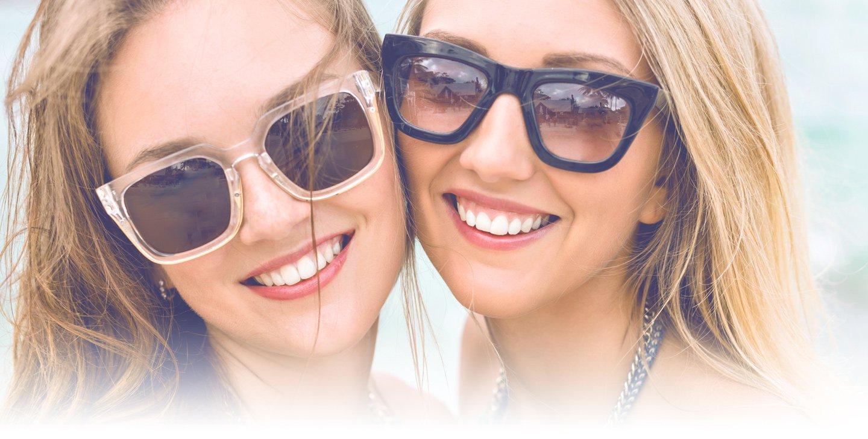 Amiche che mettono gli occhiali a Bollate