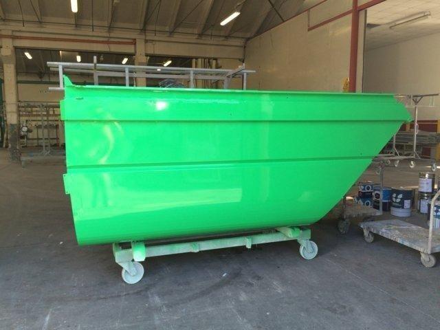 contenitore verniciato in verde