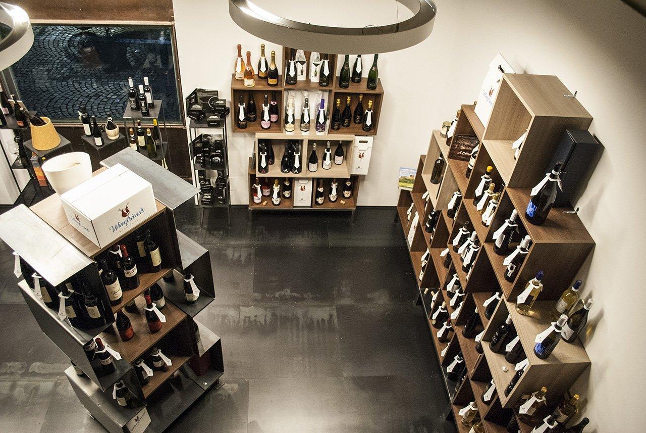 Enoteca, esposizione di vini